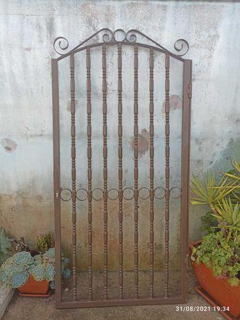 Vendo Portão em ferro