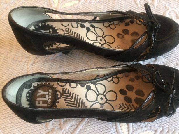 Sapatos Fly London camurça preta