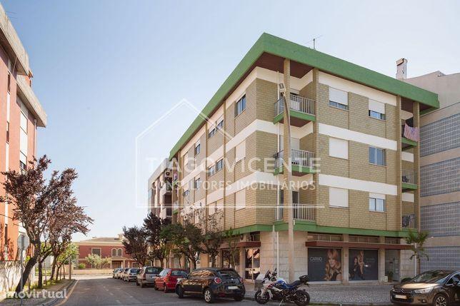 Apartamento T2 + T0 / Excelente Exposição Solar / Bairro dos Capuchos