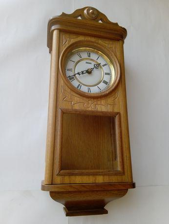 Piękny dębowy zegar, wygrywa kwadranse