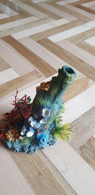 Ozdobna butelka z roślinami