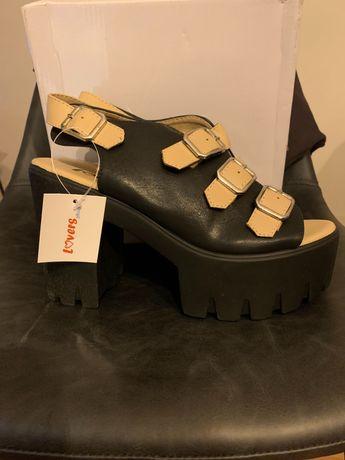 Sandálias plataforma pretas novas