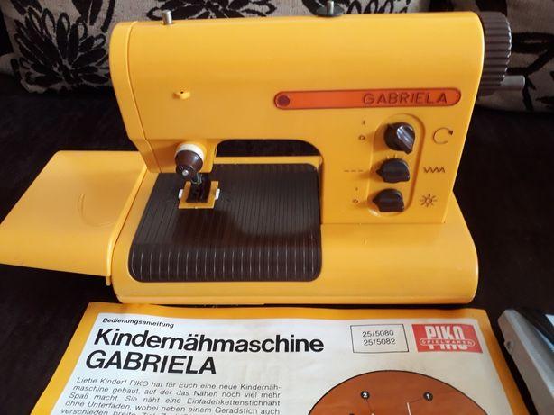 Stara maszyna do szycia dla dzieci PIKO Gabriela z lat 70 tych.Retro