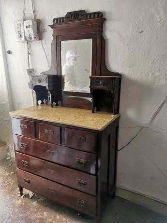 Movel com espelho antigo