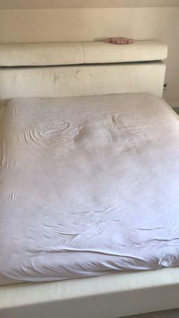 Łóżko sypiania Za darmo