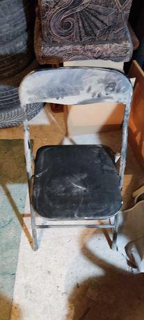 Krzesło i dwa stelaże