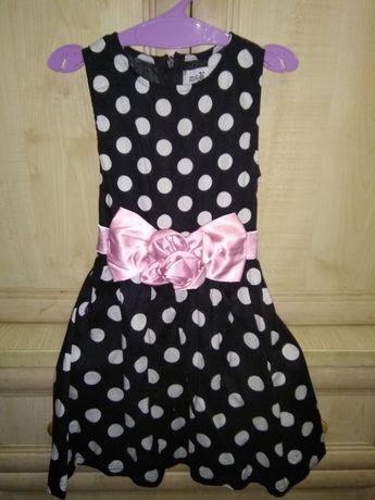 Очень красивое платье на 3-4 года