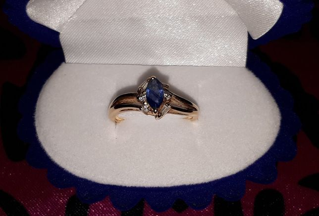 Złoty prześliczny pierścionek próba 585 z szafirkiem szafir