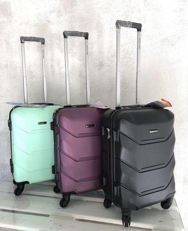 Чемодан дорожный сумка валіза на 4 колесах 0912 Польща