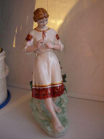 Статуэтка Девушка с ромашкой