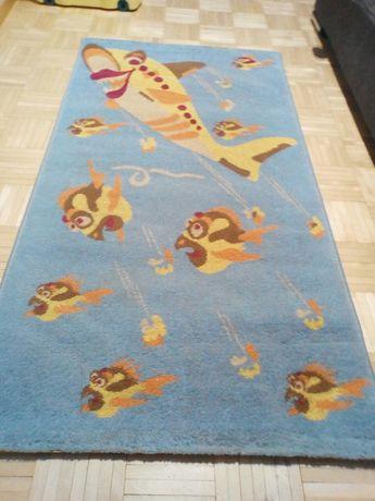 Sprzedam dywan dziecięcy.