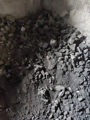 Koks węglowy pozostałości ok.1 tona w workach.