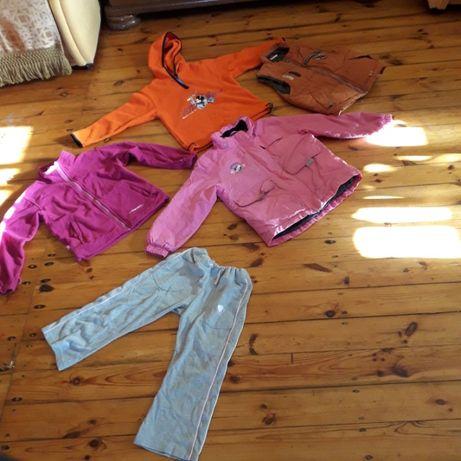 Bluzy z polaru, kamizelka i kurtka roz. 128