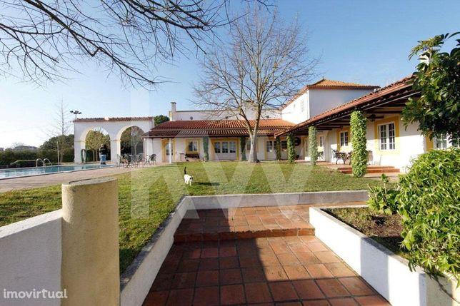 Quinta no Ribatejo - Moradia T10 com piscina e 12Ha