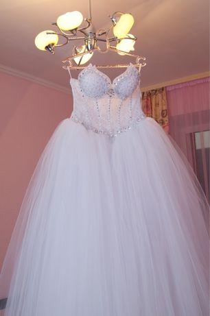Свадебное платье и свадебные аксессуары