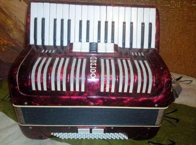 "Продам аккордеон ""ARALDO"" (Германия)"