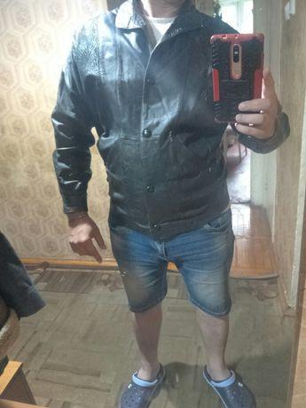 Продам кожаную куртку женскую