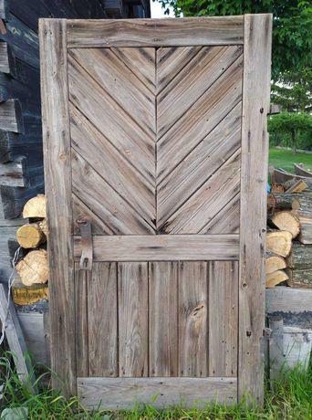 Stare drzwi i deski