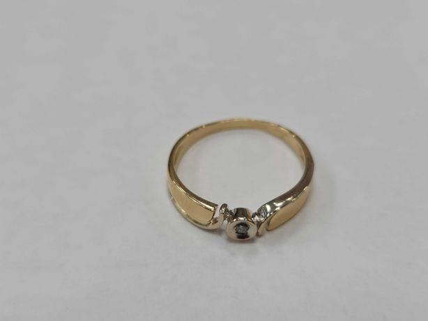 Ciekawy złoty pierścionek damski/ 750/ 2.63 gram/ R15/ Dia 0.03 CT