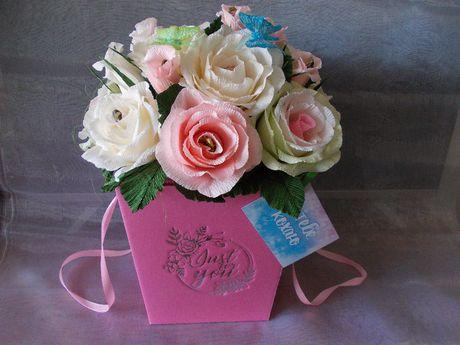 Букеты из конфет в подарочной коробке