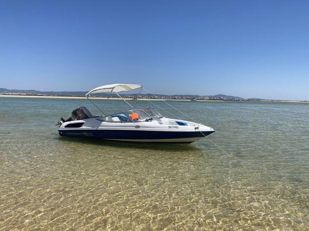 Barco proa aberta Chaparral (motor fora de bordo)