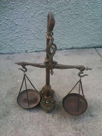 Balança antiga com 10 pesos completa