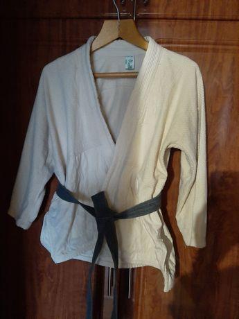 Продам кимоно в отличном состоянии