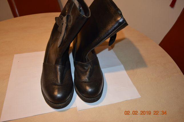 buty milicyjne z 1973 r