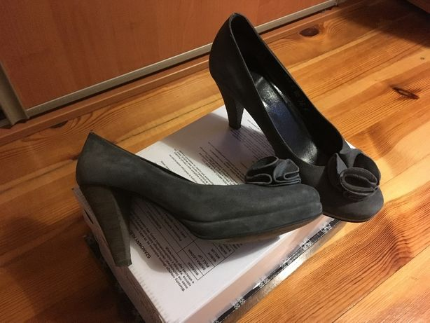 szpilki buty Ryłko na obcasie z kwiatkiem ozdobą r. 36