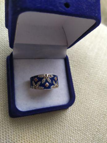Кольцо серебро с золотыми вставками,разм17,5.