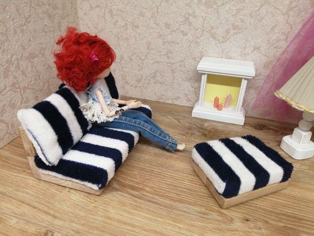 Kanapa z pufą dla lalek typu barbie. Mebelki drewniane do domku.