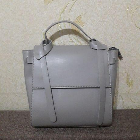 Серая вместительная сумка