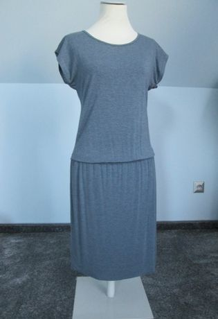 Niebieska sukienka midi na gumce