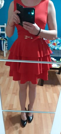 Sukienka czerwona bez dekoltu