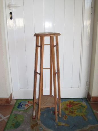Base de madeira para vasos