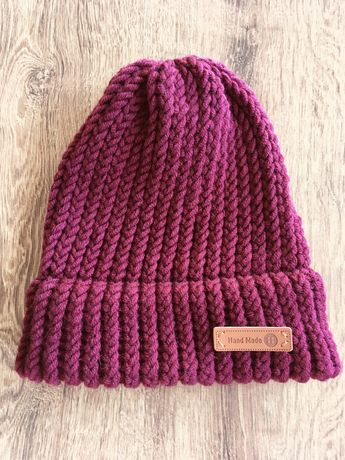 Ciepła bordowa czapka robiona ręcznie z mieszanki wełny Merino handmad