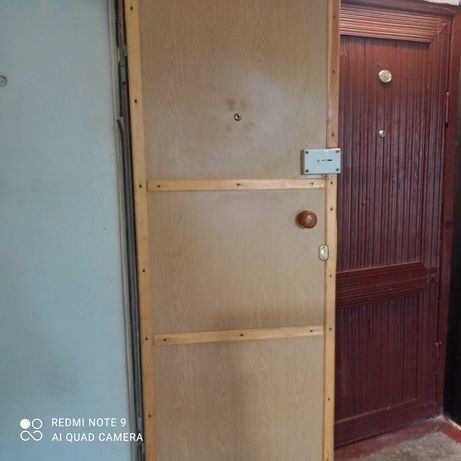 Продам двери входные металлические.