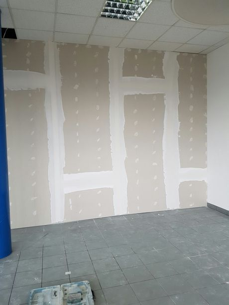 Remonty lokali mieszkań montaż drzwi szpachlowanie malowanie wykucia