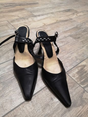 Туфлі 34 розмір на вузеньку ніжку