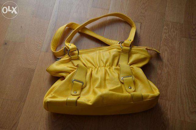 Żółta torebka idealna na lato
