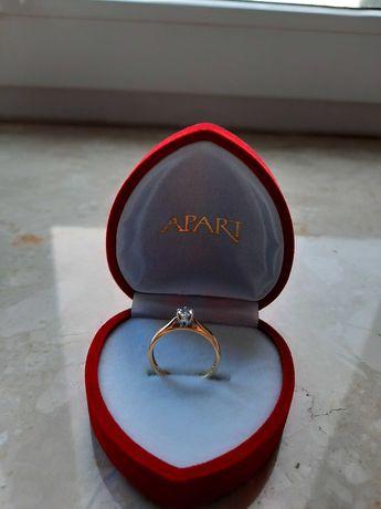 Nowy pierścionek zaręczynowy APART