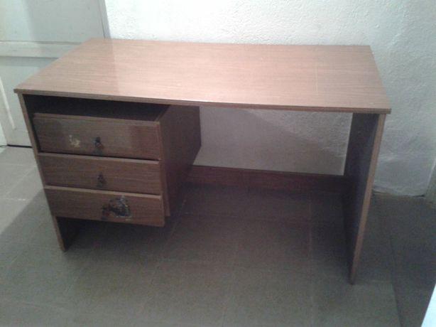 Biurko trzy szuflady
