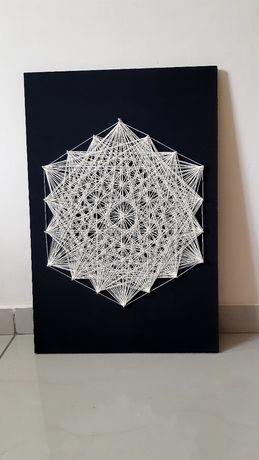 Картина в технике String art