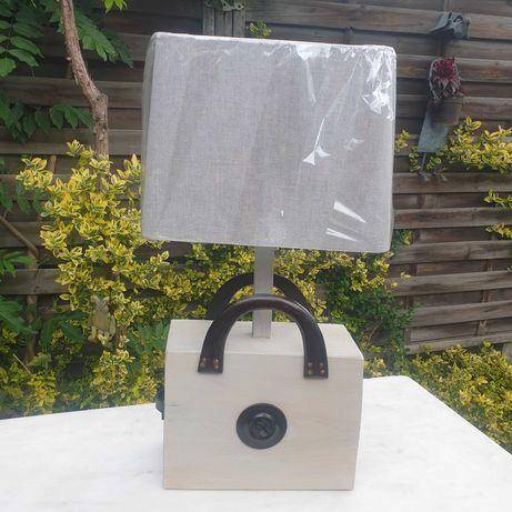lampa kuferek biały czarne rączki