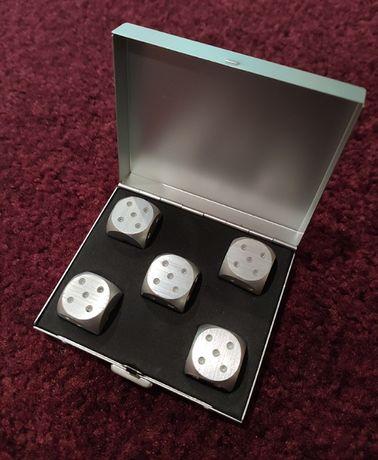 Игральные кости алюминиевые, набор 5 шт. в прямоугольном кейсе.
