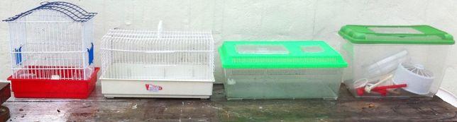 2 gaiolas e 2 caixas para aves