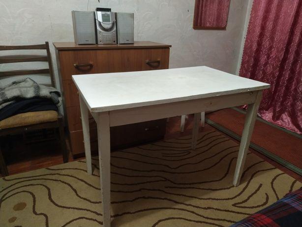 Продам Кухонный стол с табуреткой