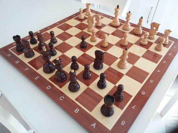 Tabuleiro de xadrez com caixa pecas sovieticas