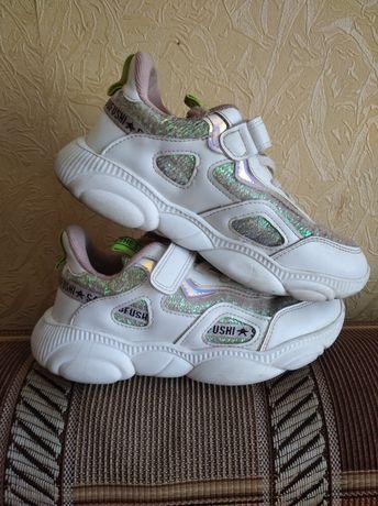 Продам кроссовки подростковые и кеды