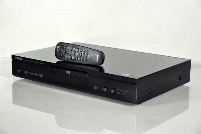 Odtwarzacz CD i DVD Yamaha DVD-S530 z oryginalnym pilotem. Ładny stan.